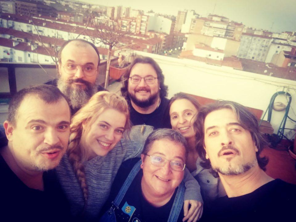 Una foto de todo el equipo de UNO editorial: siete personas