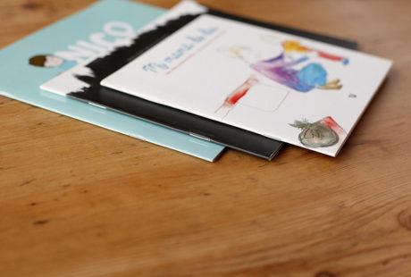 Foto de varios libros infantiles encuadernados con grapa (por fuera).