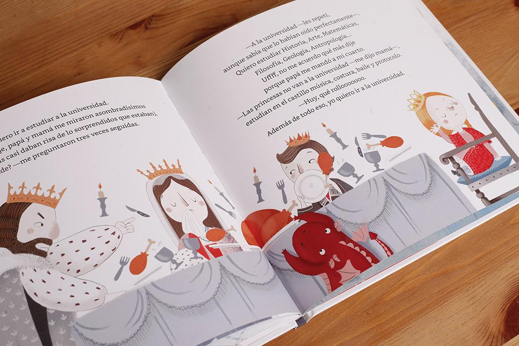 Foto del interior de un libro infantil en color. La ilustración muestra un rey medieval sentado a la mesa comiendo con su mujer y sus dos hijos.
