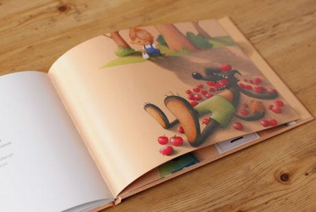 Foto del papel estucado de 200 gramos de un libro infantil ilustrado.