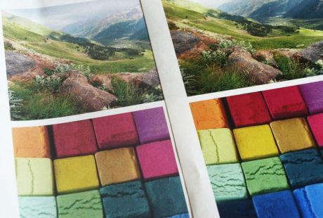 Foto de dos páginas con fotos impresas en calidad inkjet y láser, para apreciar la diferencia de calidad.