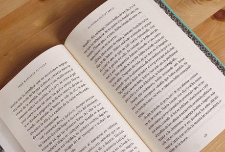 Foto del interior de un libro de prosa para apreciar la maquetación.