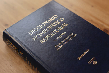 Foto de un libro encuadernado con tapa dura guaflex.